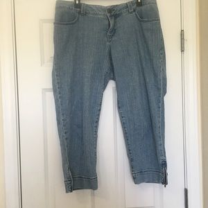 Size 16W Lane Bryant Blue Jean Zipper Side Capris